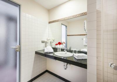 Superior twin bath room_2