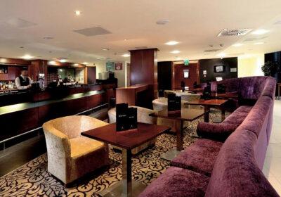 Macdonald bar